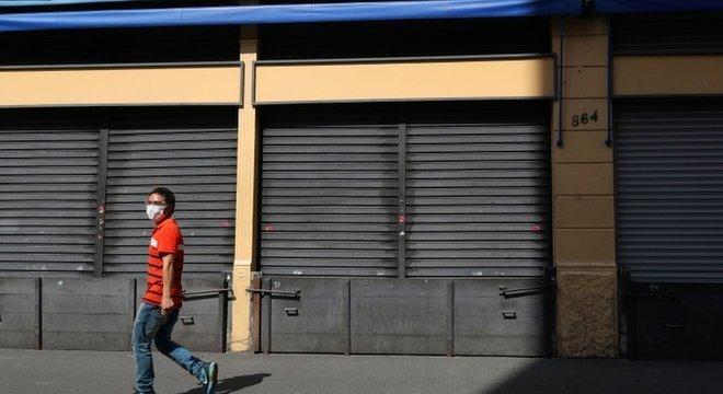 Fechamento de estabelecimentos comerciais 'não essenciais' já estava em vigor na capital paulista