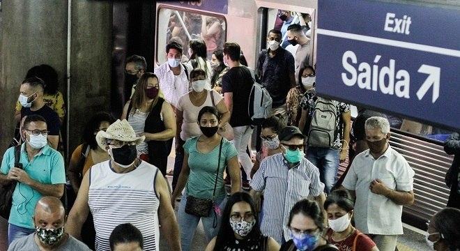 Estação da Sé retrata o cotidiano dos usuários do Metrô de São Paulo