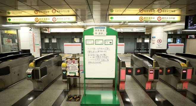Estações de metrô ficaram desertas