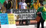 Ricardo Salles, Carla Zambelli,e o filho do Presidente, Eduardo Bolsonaro, discursaram no ato pró Bolsonaro realizado na Avenida Paulista
