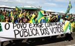 No Rio de Janeiro, o ato se reuniu na Avenida Atlântica,altura da praia de Copacabana. A concentraçãodesrespeitou o distanciamento social e pediu a intervenção militar e a volta do voto impresso