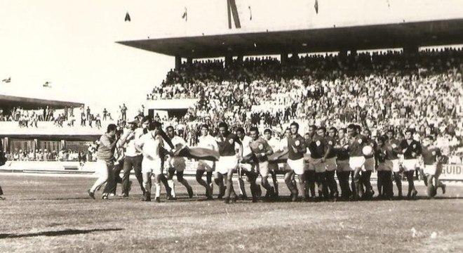 Santos e Seleção Alagoana inauguraram o estádio, em 1970. Pelé homenageado