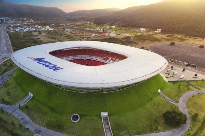 A casa do Chivas Guadalajara, do México, é o Estádio Omnilife. A fachada é toda coberta por grama, e o estádio parece um vulcão
