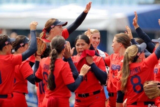 Estados Unidos venceu a Itália na estreia do softbol feminino.