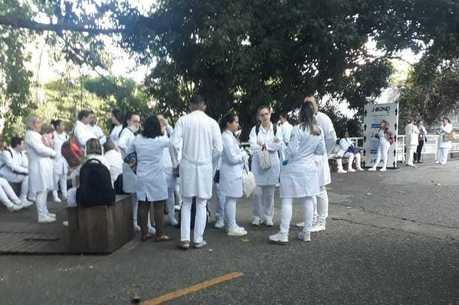 Estagiários da saúde denunciam falta de EPIs em unidades de saúde, como no Hospital do Mandaqui