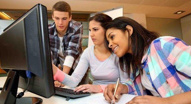 O estágio é uma oportunidade valiosa para o estudante ingressar no mercado de trabalho