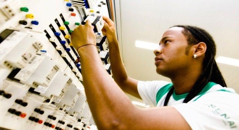 Estágios são uma boa oportunidade para os jovens ingressarem no mercado de trabalho