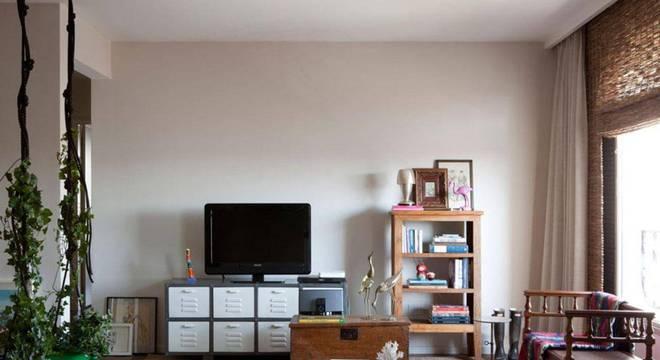 estante madeira baixa sala de estar gabriel valdivieso