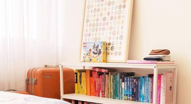 estante para livros baixa quarto casa aberta