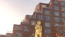 Manifestantes derrubam estátua de Colombo em Baltimore