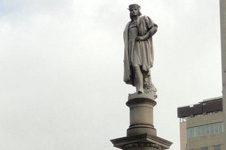 Para Cuomo, estátua homenageia os italianos