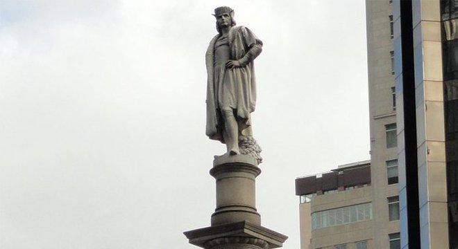 Estátua de Colombo em Nova York ganhou reforço policial devido aos protestos