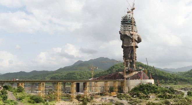 Conhecido como o 'homem de ferro da Índia', Patel agora ganha uma estátua gigante em bronze