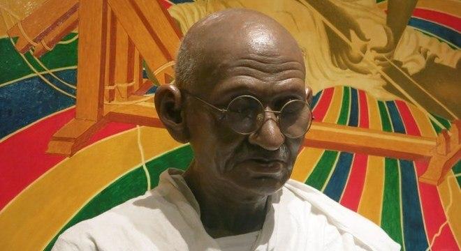 Estátua de Mahatma Gandhi em museu de Nova Délhi