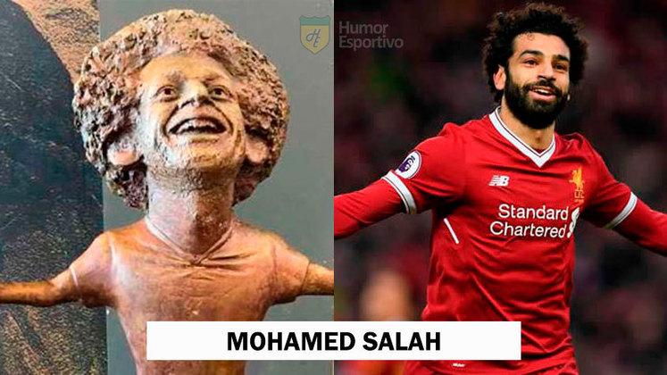 Estátua na cidade de Sharm El Sheikh, no Egito, foi preparada para receber os convidados do Fórum Mundial da Juventude e homenagear o ídolo do país Mohamed Salah