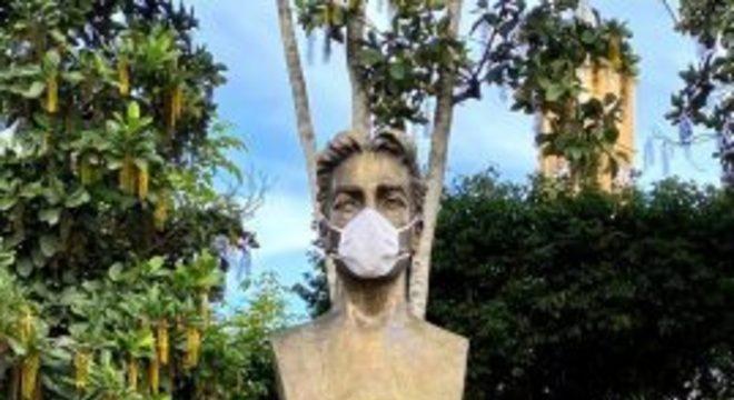 Estátuas, Areia, Máscaras