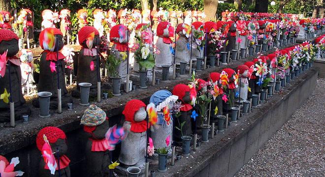 A tradição budista conhecida como Jizo serviu de inspiração para o jardim