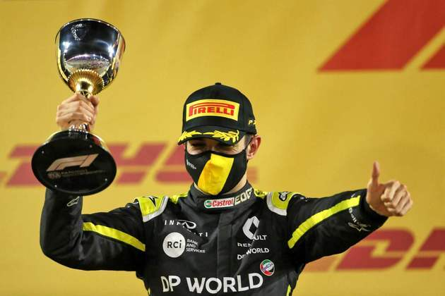Esteban Ocon celebra o primeiro pódio na Fórmula 1.
