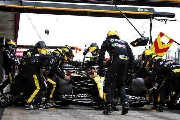 Esteban Ocon demorou 54 voltas para trocar pneus e ficou em oitavo