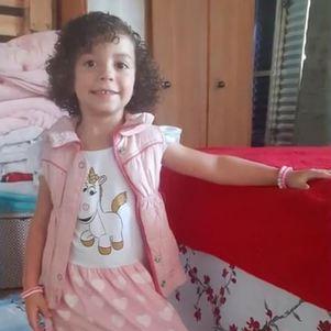 Ester, de 4 anos, foi baleada e morta por vizinho da família