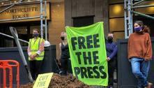 Cinco pessoas são presas por jogar esterco em frente ao Daily Mail
