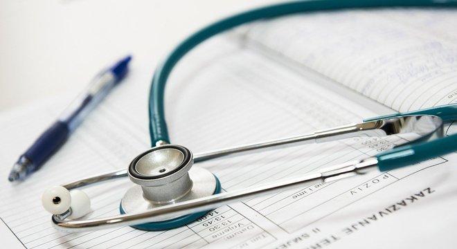 Prioridade são  médicos, enfermeiros e funcionários de laboratório que trabalham com covid-19