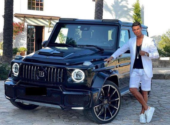 Estima-se que Ronaldo tenha em torno de 20 milhões de euros só em carros (cerca de R$ 124 milhões de acordo com a cotação atual) e mais de 20 modelos em sua garagem.