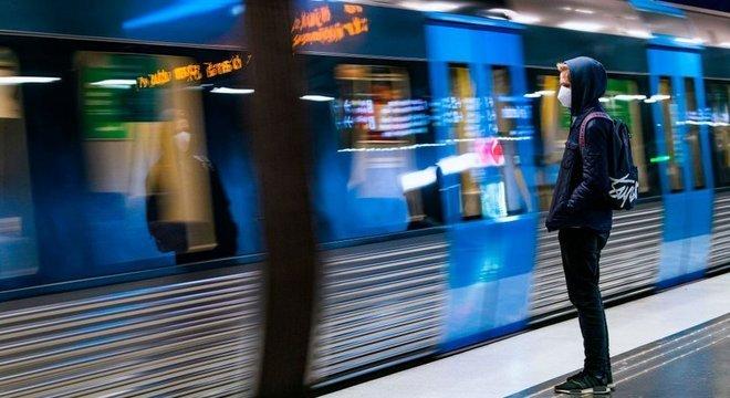Suécia recomendou o uso de máscaras no transporte público, nos horários de pico