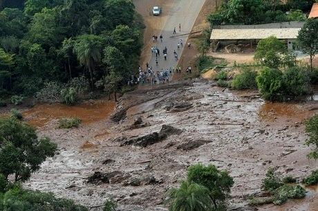 Estrada já havia sido levada pela lama de rejeitos