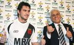 O atacante chileno Pinilla chegou ao Vasco em 2008 com pompas pela experiência internacional. No entanto, teve pouquíssimas oportunidades de atuar em São Januário, fazendo somente três jogos