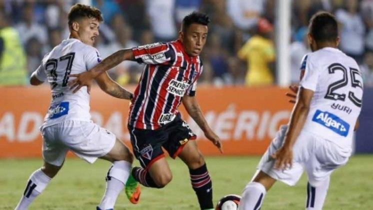 Estreia em clássico com vitória - Seu primeiro clássico comandando o Tricolor foi diante do Santos, na Vila Belmiro. Com grande partida de Cueva, o São Paulo venceu o Peixe fora de casa, de virada, por 3 a 1.