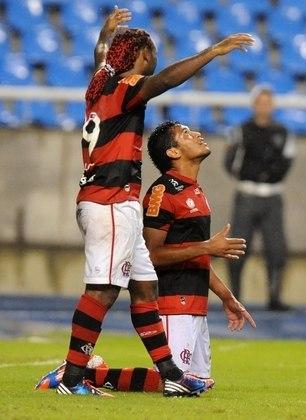 ESTREIA ILUMINADA - O dia 9 de junho marcou a estreia de Hernane, contra o Coritiba, em partida válida pelo Brasileiro. Ele saiu do banco, entrando na vaga de Diego Maurício, e marcou o seu primeiro gol pelo clube, em vitória por 3 a 1, no Nilton Santos.