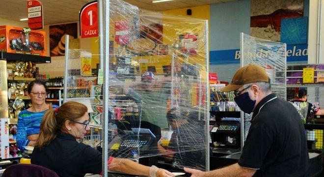 Movimentação em supermercado em Campinas (SP)
