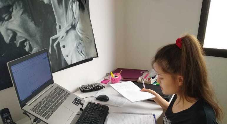 A estudante Elisa de Oliveira Flemer, de 17 anos, foi aprovada em engenharia na USP
