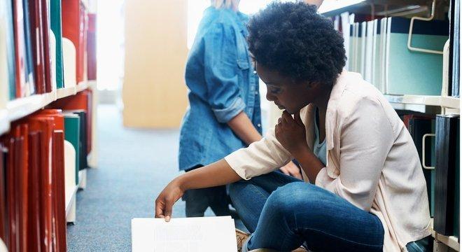 Para professora de Oxford, direcionamento de recursos para áreas de exatas e biológicas têm como impacto imediato excluir negros, que se concentram nas áreas de ciências sociais e humanas Mas... mais recursos para exatas e medicina não significaria mais vagas?