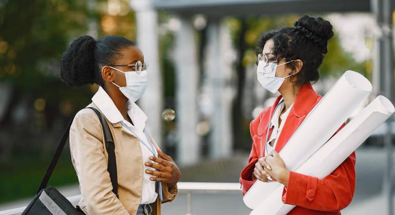 Uso de máscara é obrigatório durante o período de permanência na instituição
