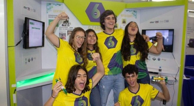 Estudantes da escuderia Brazilian Six representam o Brasil em Abu Dhabi