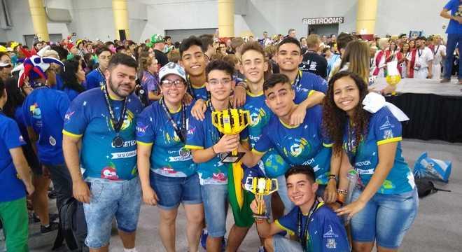 Estudantes goianos competiram e venceram 70 equipes de 12 países