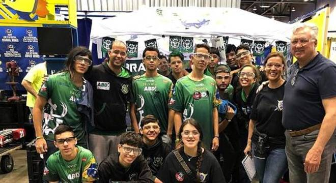Equipe de estudantes de escola pública participa de competição nos EUA