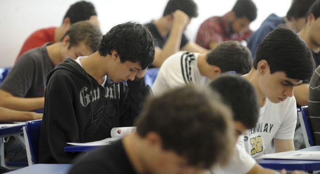 Constituição não permite a cobrança de mensalidade em universidade pública