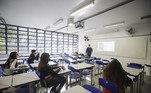 O governo de São Paulo anunciou na quinta-feira (26) R$ 1,2 bilhão em novos recursos para 5,1 mil escolas da rede estadual de ensino, a partir do PDDE-SP (Programa Dinheiro Direto na Escola).Também foi anunciado pelo governo que ao menos 60% dos estudantes da rede estadual e 64% da municipal retornaram às aulas presenciais no segundo semestre de 2021, de acordo com as secretarias de Educação do Estado e do Município de São Paulo.