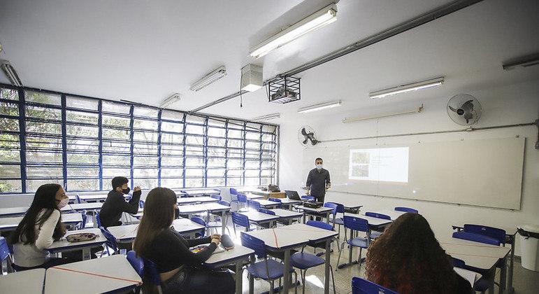 Novo Ensino Médio: governo investe mais de R$ 300 milhões na aquisição de equipamentos