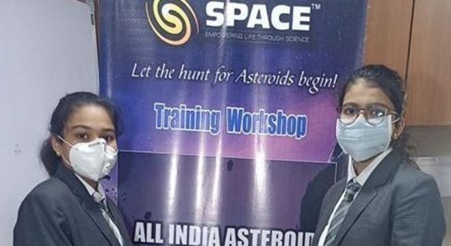Vaidehi Vekariya e Radhika Lakhani descobriram o novo asteroide