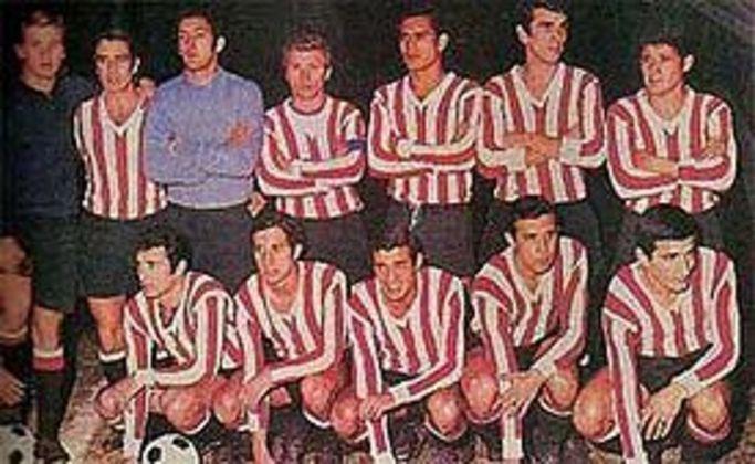 Estudiantes da Argentina - Em 1969 e 70, o time argentino conquistou um bicampeonato invicto da Copa Libertadores da América