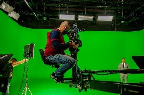 A televisão com os seus equipamentos e profissionais indispensáveis