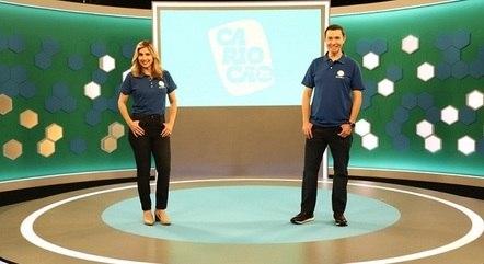 Mylena Ciribelli e Lucas Pereira no estúdio de transmissão da Record