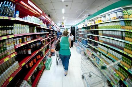 Consumo de importados cresce 17% após 3 anos de queda