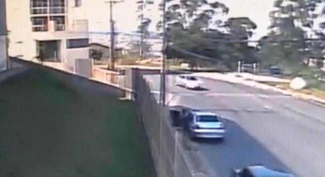Sequestro só não se concretizou graças a vizinhos que estavam na janela e gritaram