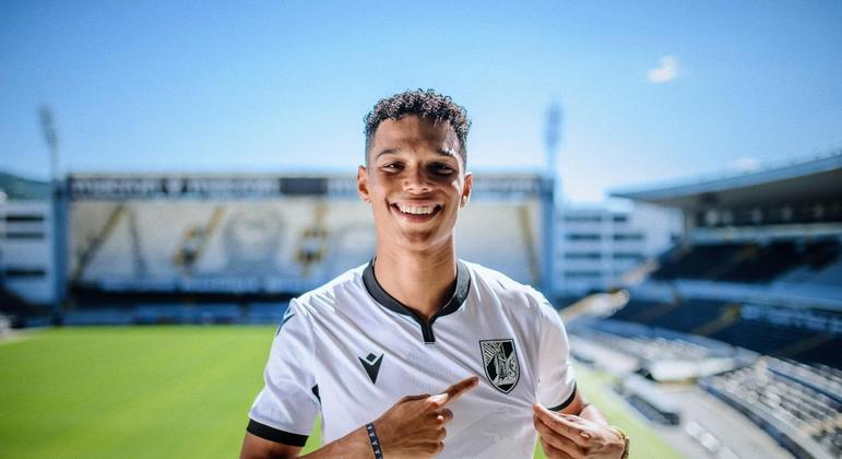 Filho do ex-jogador Samuel Eto'o, foi anunciado como reforço do time sub-23 do Vitória de Guimarães