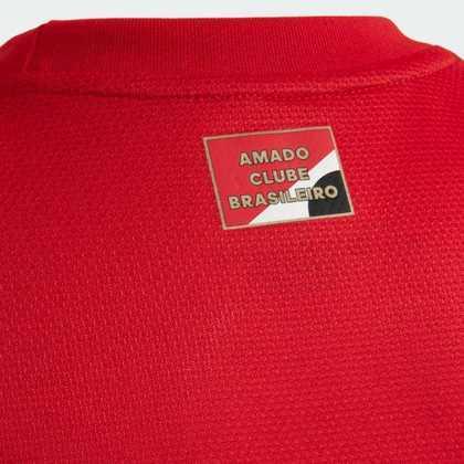 Etiqueta com a inscrição 'Amado clube brasileiro'